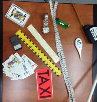 Εικόνα :5 Διάφορα αντικείμενα ειδικά προσαρμοσμένα να εξυπηρετούν άτομα με προβλήματα όρασης